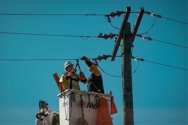 Mantenimiento y construcción de redes eléctricas - MANTENERE